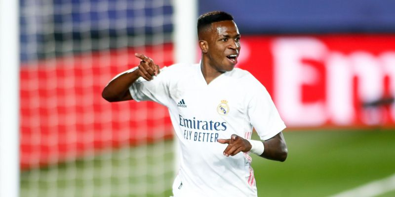 Vinícius y Courtois mantienen a flote al Madrid (1-0)