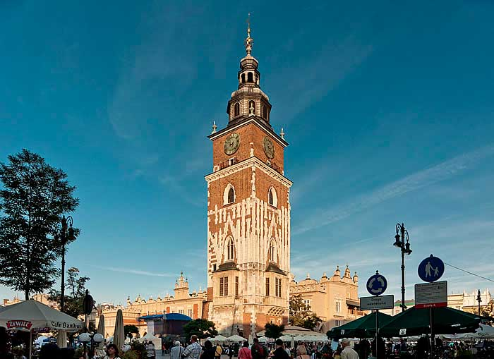 torre del ayuntamiento cracovia polonia