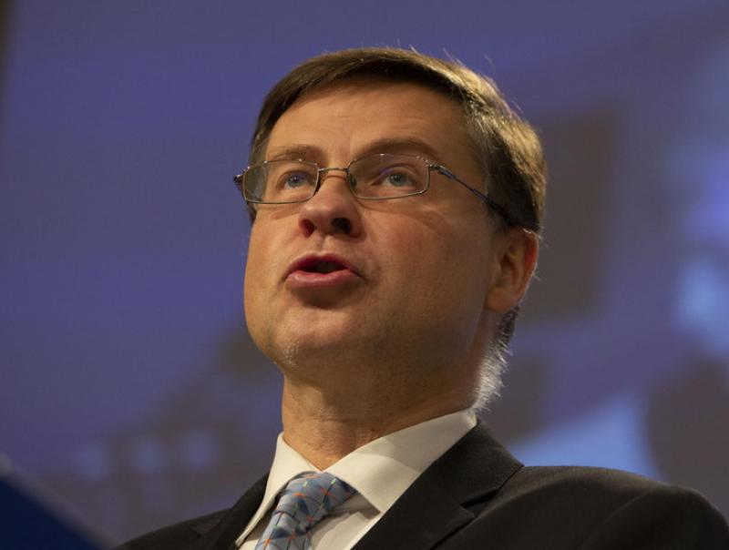 """Bruselas rectifica y prevé una recuperación económica """"más lenta de lo que pensaba"""""""