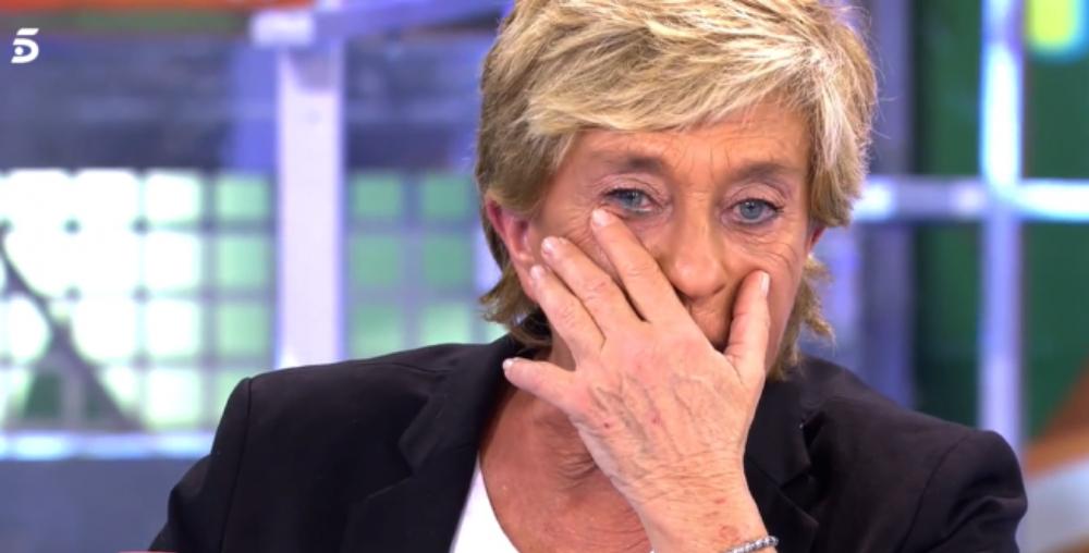 """Chelo García Cortés llora en directo la muerte de su hermana: """"Es muy duro"""""""