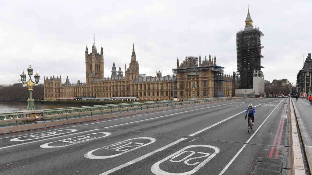 La nueva cepa del Reino Unido podría afectar tanto a adultos como a niños