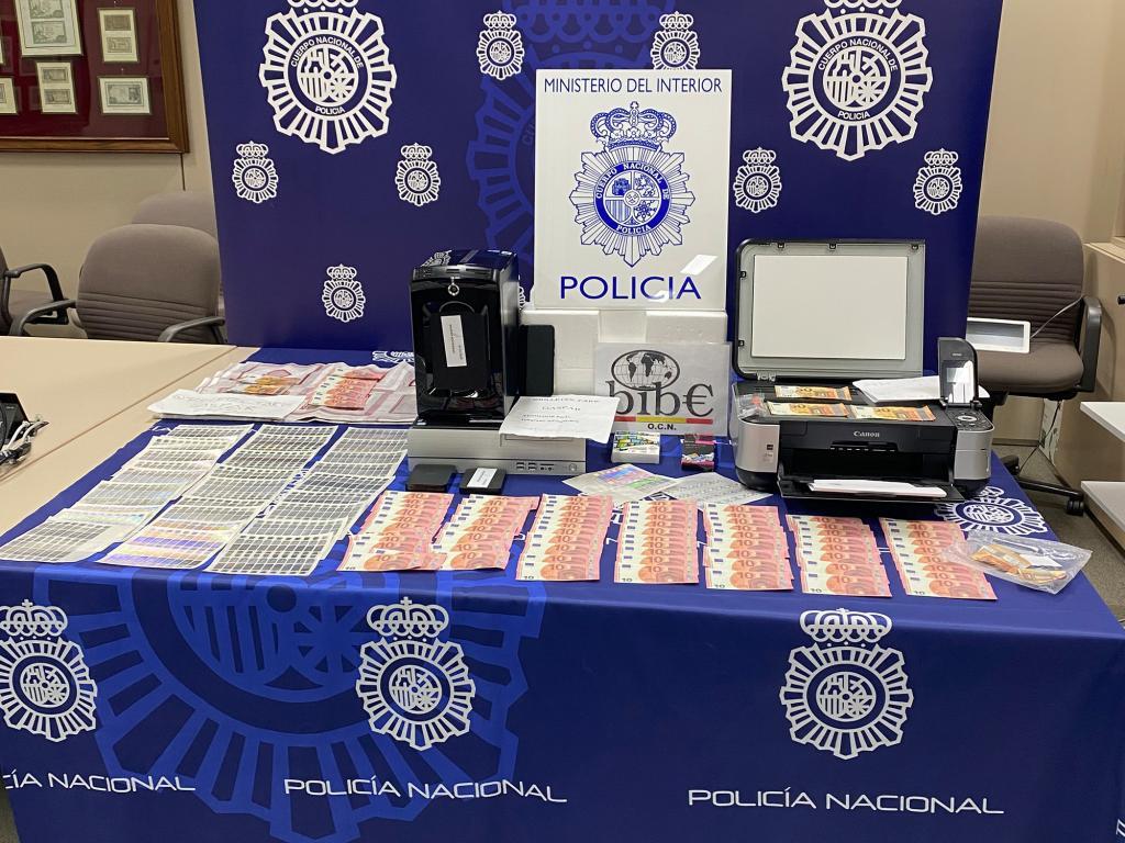La Policía Nacional detiene en Barcelona a un menor por fabricación y venta de billetes falsos de 10, 20 y 50 euros por Internet