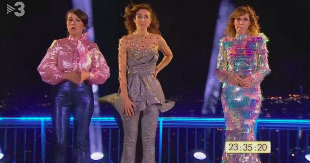 Lídia Heredia, Helena Garcia Melero y Cristina Puig presentando las Campanadas de TV3 desde 2.020 hasta 2.021