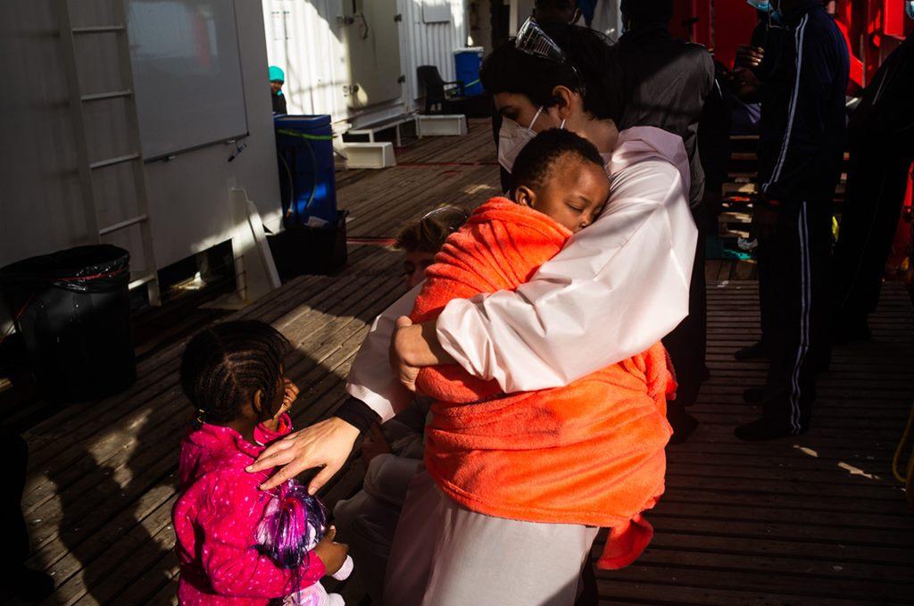 21 bebés, 35 niños y 131 menores no acompañados, rescatados del mar en 48 horas