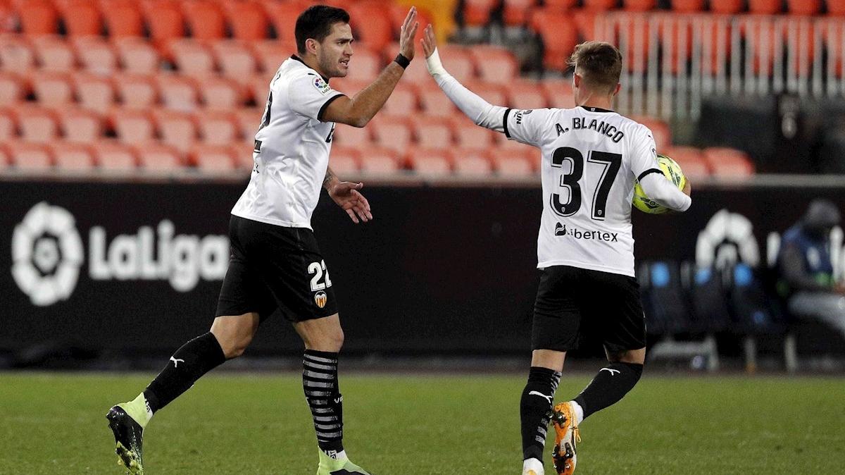 Maxi Gómez da un punto insuficiente al Valencia (1-1)