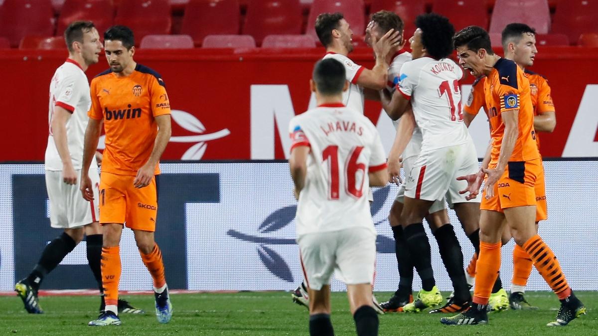 Un Valencia muy débil cae eliminado por el Sevilla en los octavos de final de la Copa del Rey (3-0)