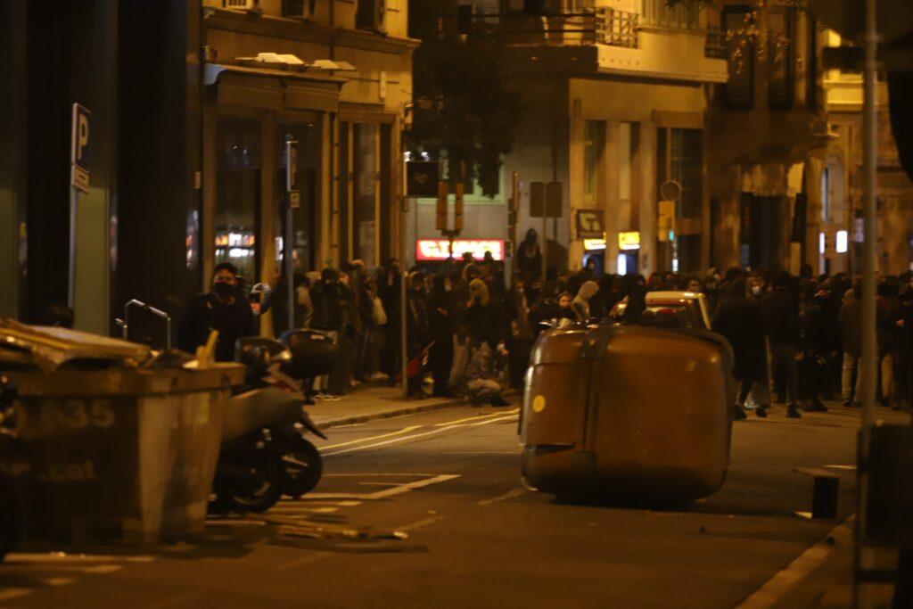 Las manifestaciones masivas en Cataluña por la libertad de Hasel terminan en enfrentamientos con la policía
