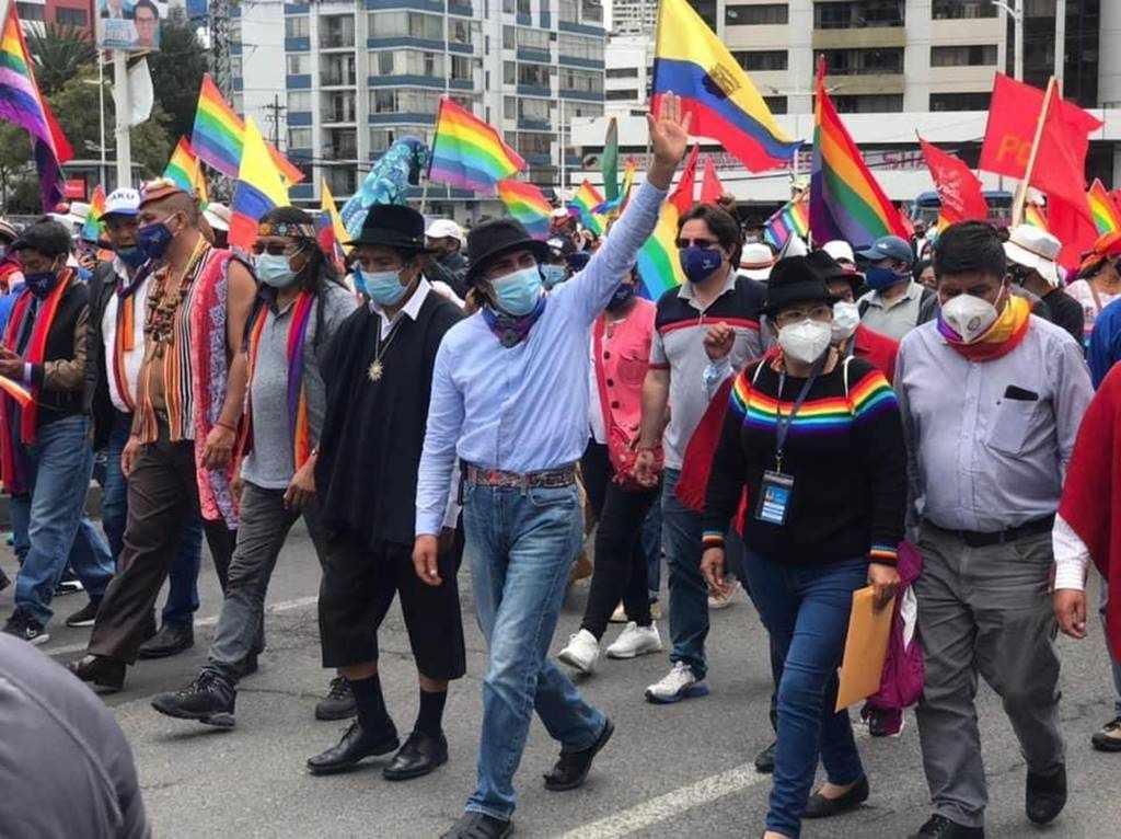 Indígena marcha a Quito para exigir escrutinio ante presunto fraude