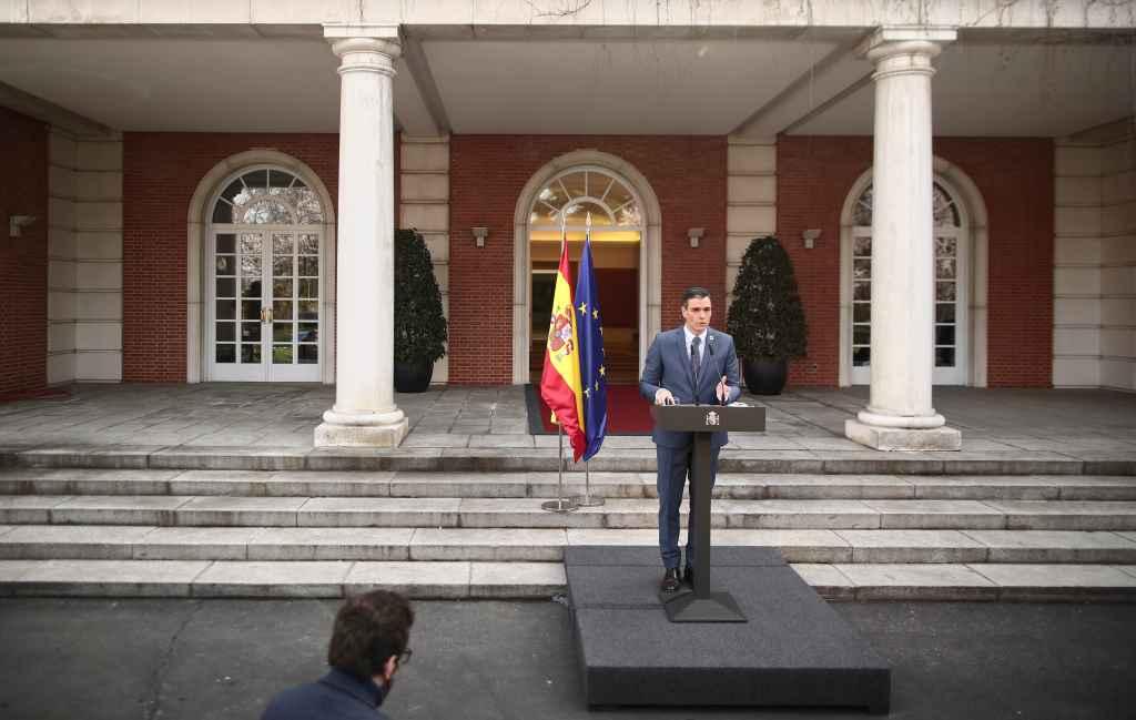 Sánchez defiende a Felipe VI y saca a la Corona de los escándalos