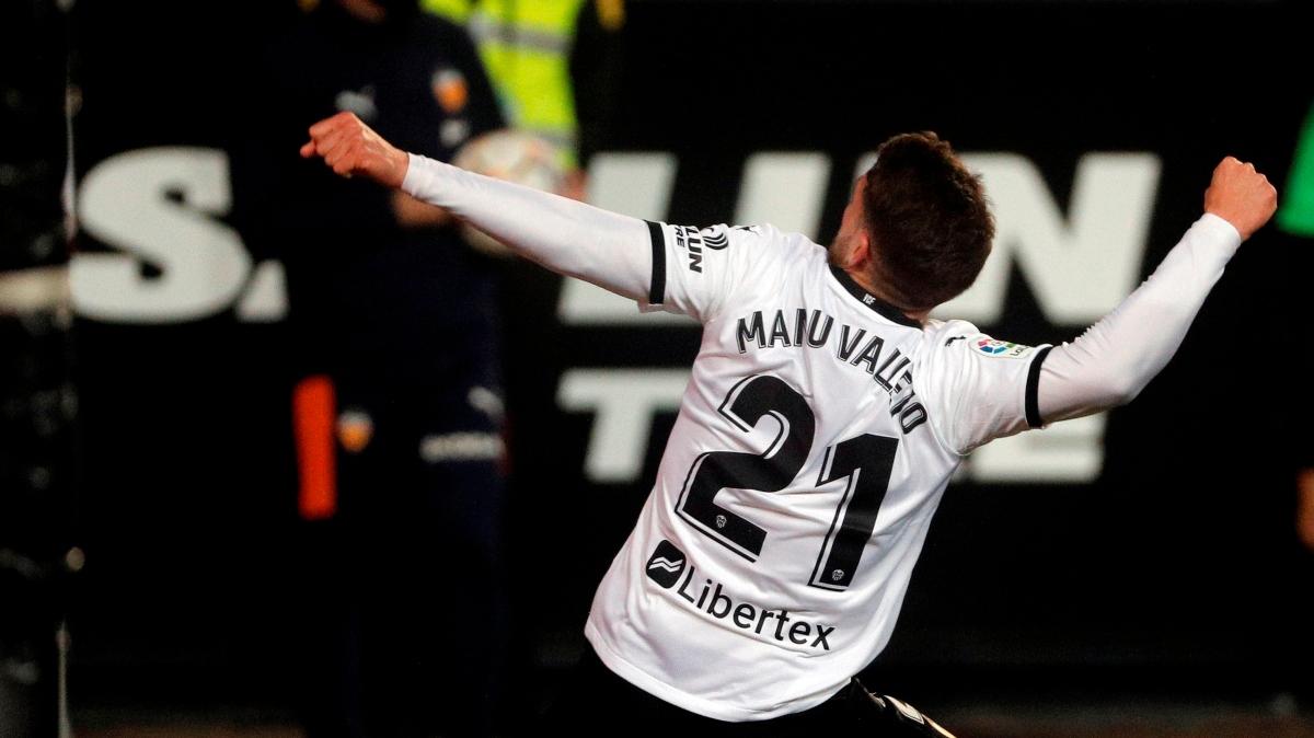 El tiempo añadido salva al Valencia (2-0)